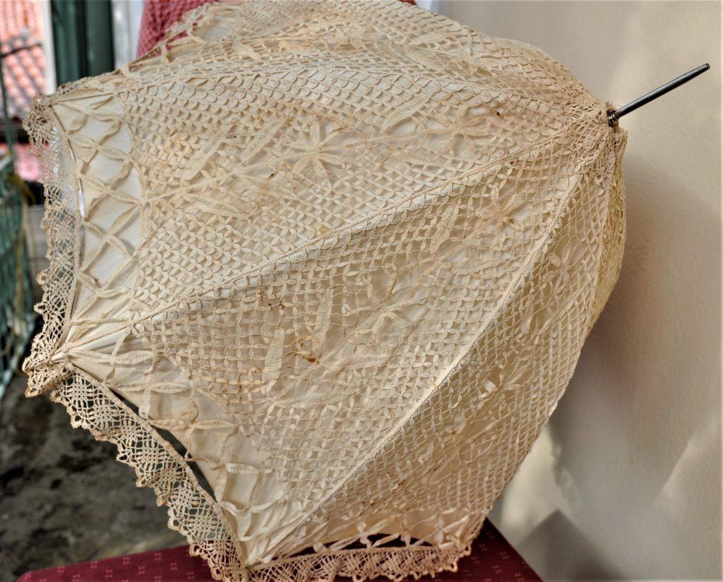 Lesbos Museum Filia Sonnenschirm Μουσείο Φιλιά Λέσβου