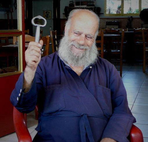 Pater Simeon Papas mit Schlüssel Museum Filia Lesbos