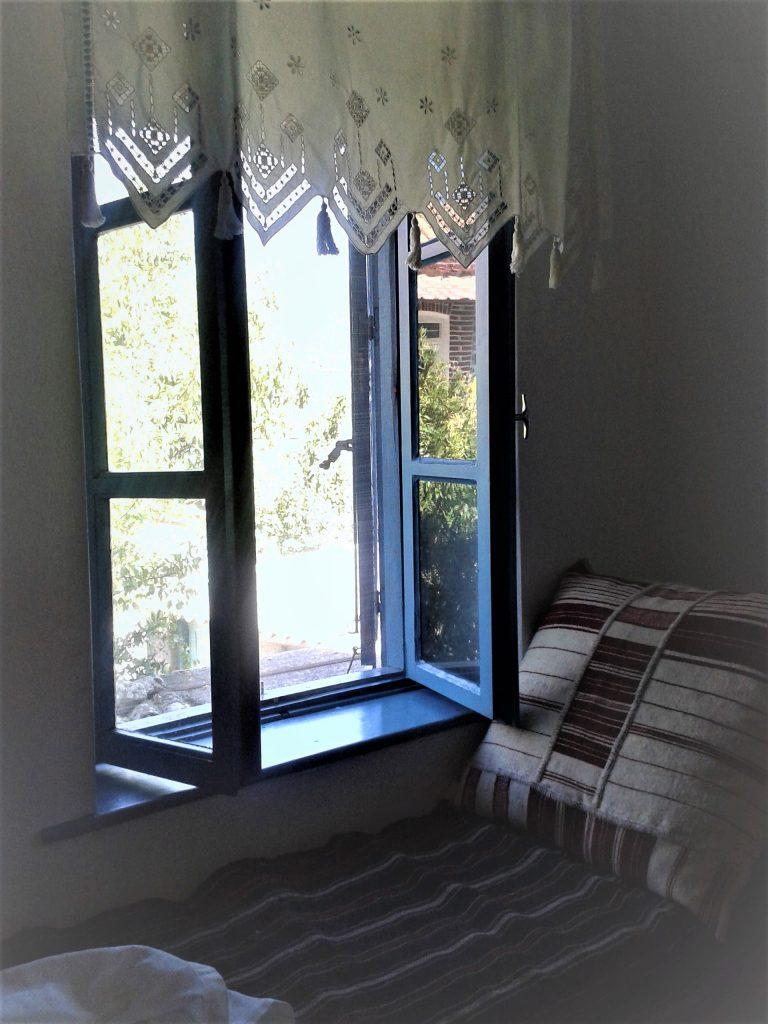 Filia Lesbos Wohnhaus Wohnraum Fensterblick